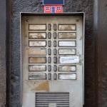 On June 28, 2013 Emil Vinterhav brought Moonhouse #2.3 to Rome. Here on a Roman door bell.