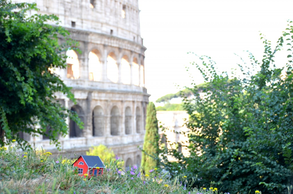 On June 28, 2013 Emil Vinterhav brought Moonhouse #1.4 to Rome. Here at Colosseum one of the Seven Wonders of the World.