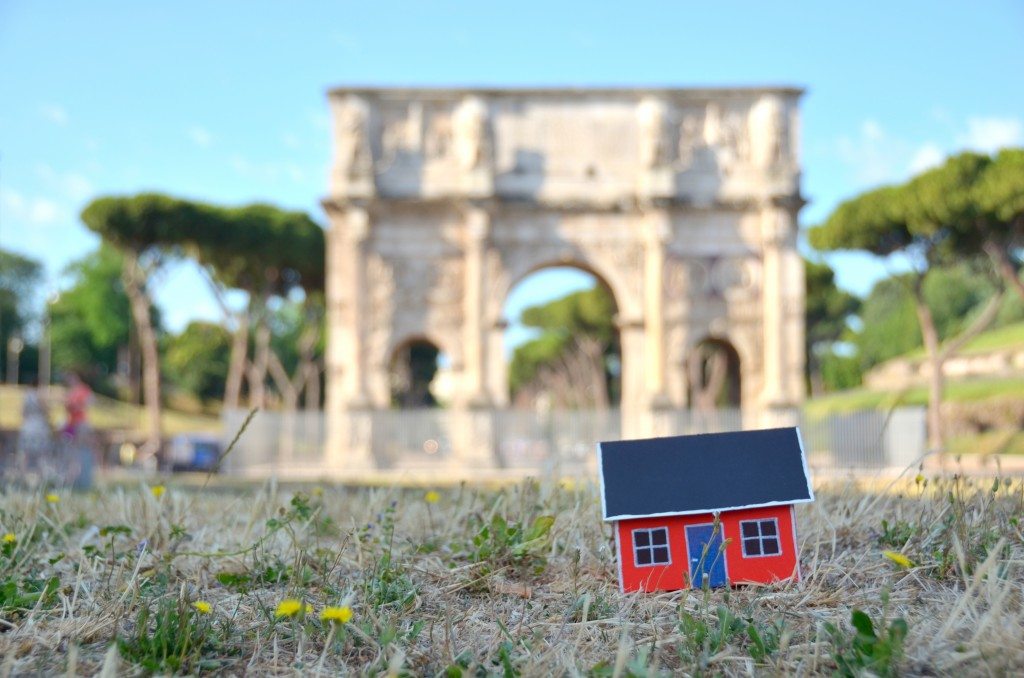 On June 28, 2013 Emil Vinterhav brought Moonhouse #1.4 to Rome. Here at the Arch of Constantine adjacent to the Colosseum.